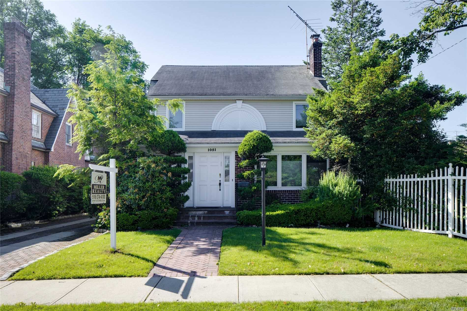 Residential For Sale in 1051 Highland Pl, Woodmere, NY ,11598