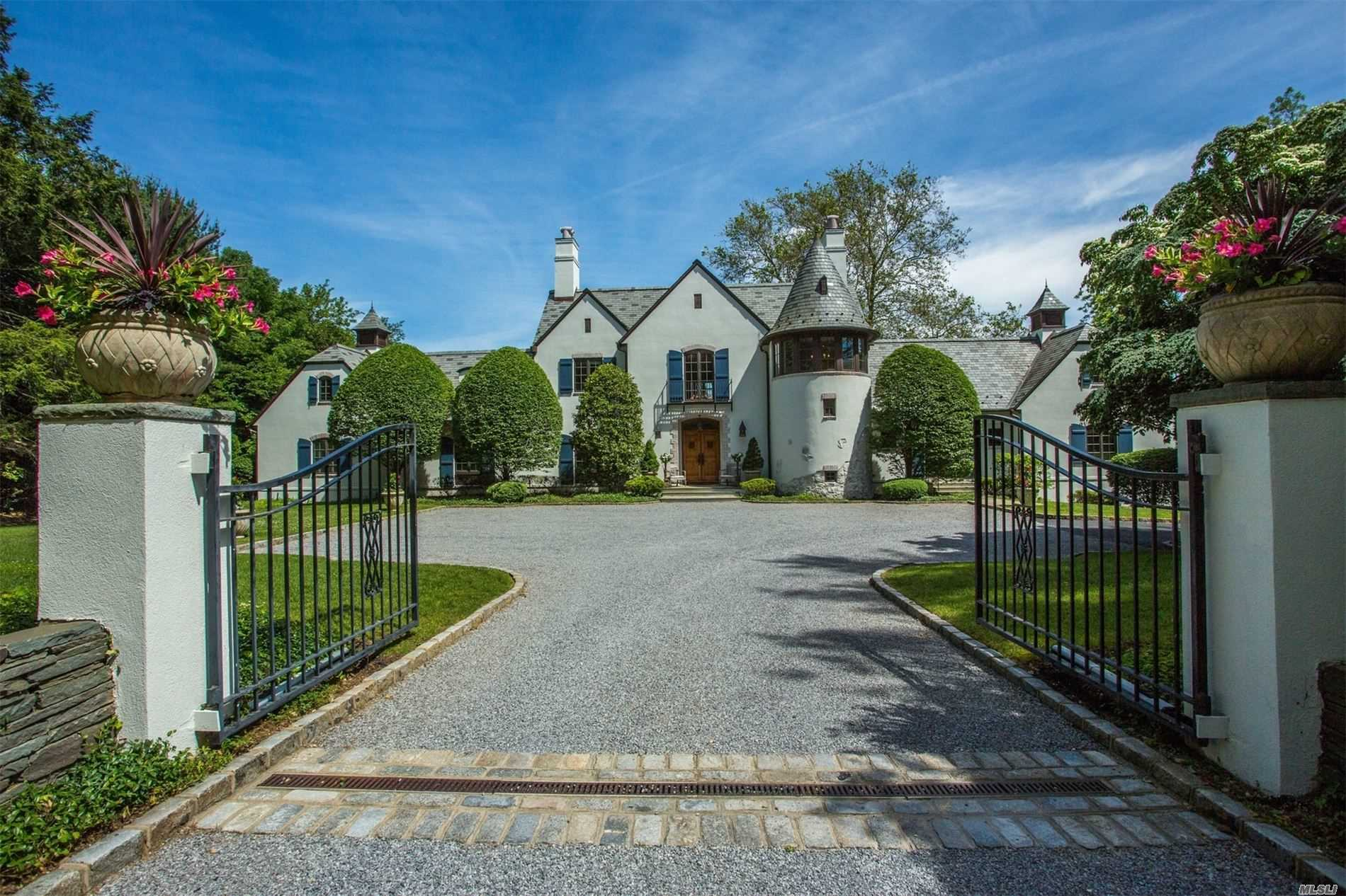 Residential For Sale in 279 Southdown Rd, Lloyd Harbor, NY ,11743