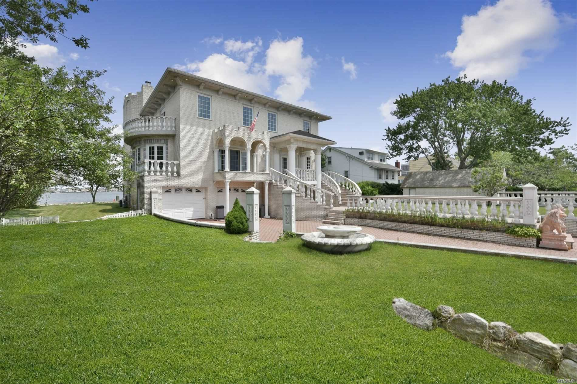 Residential For Sale in 3385 Bay Front Pl, Baldwin Harbor, NY ,11510