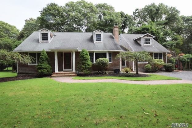 Residential For Sale in 31 Bay Rd, Brookhaven, NY ,11719
