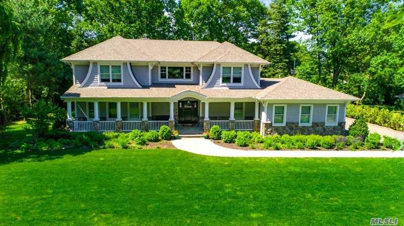 Residential For Sale in 4 Melby Ln, East Hills, NY ,11576
