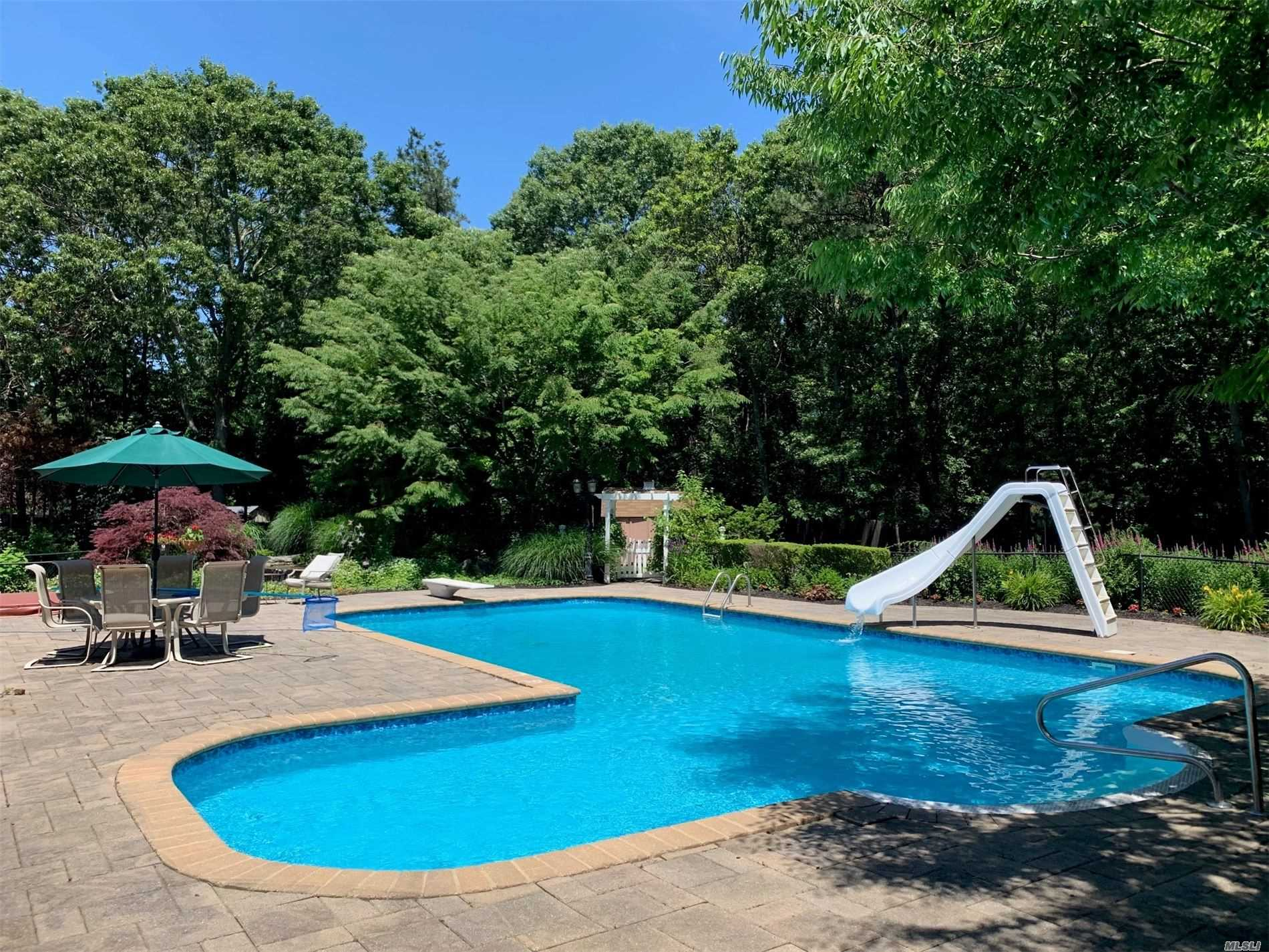 Residential For Sale in 19 Deer Meadow Run, Brookhaven, NY ,11719