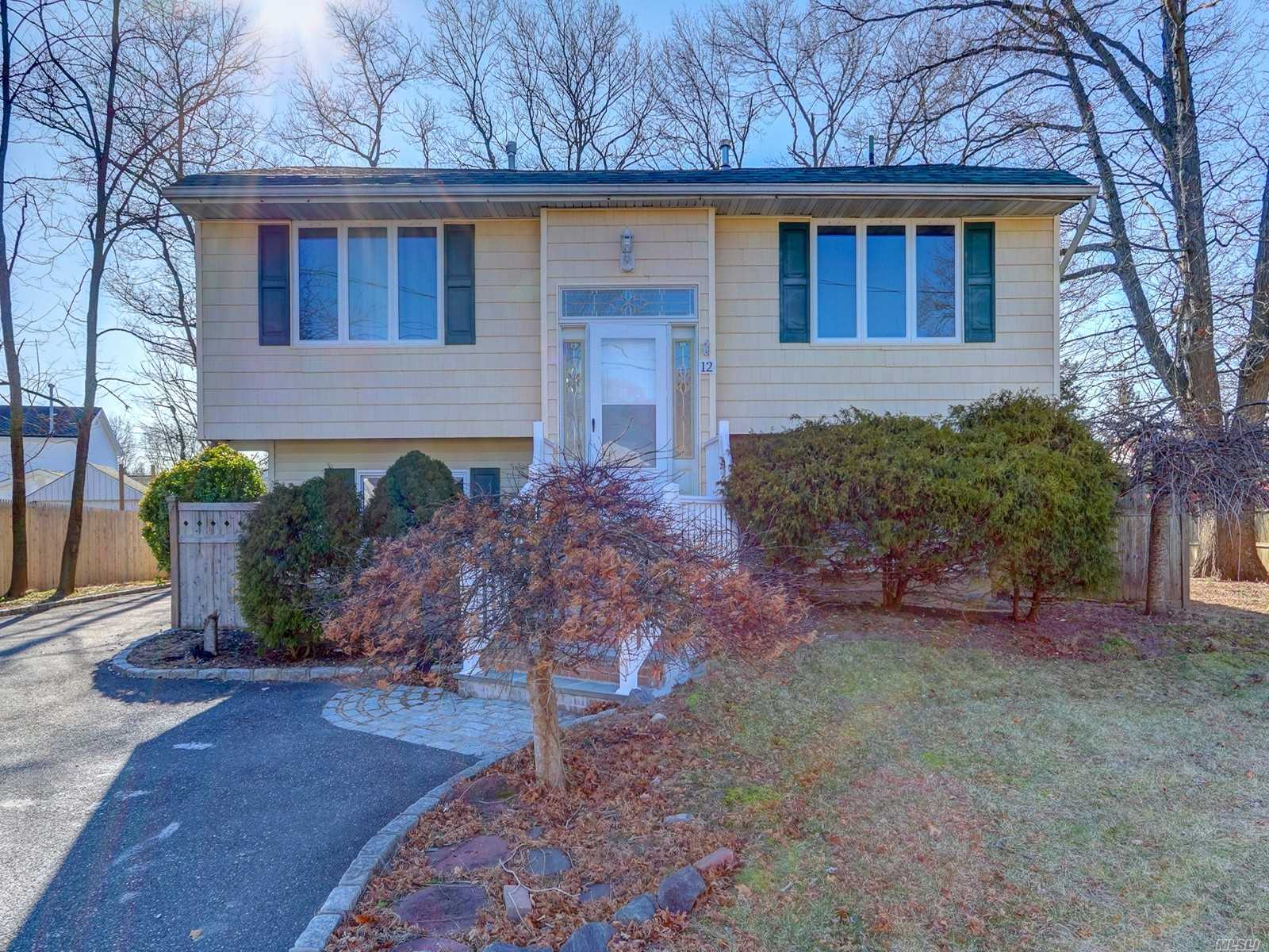 Residential For Sale in 12 Wayside Ln, Selden, NY ,11784