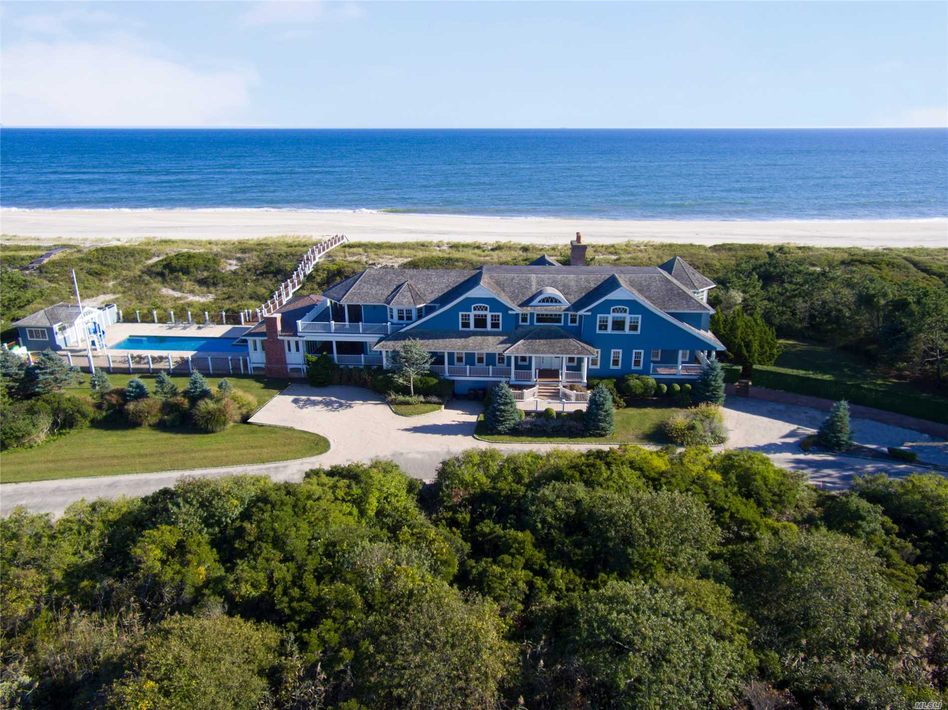 Residential For Sale in 370 Fowler St, Southampton, NY ,11968