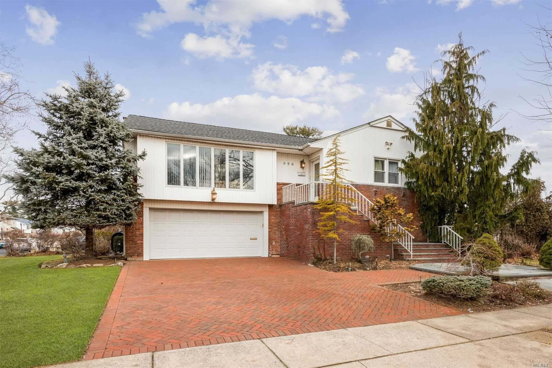 Residential For Sale in 996 Cedarhurst Street, N. Woodmere, NY ,11581