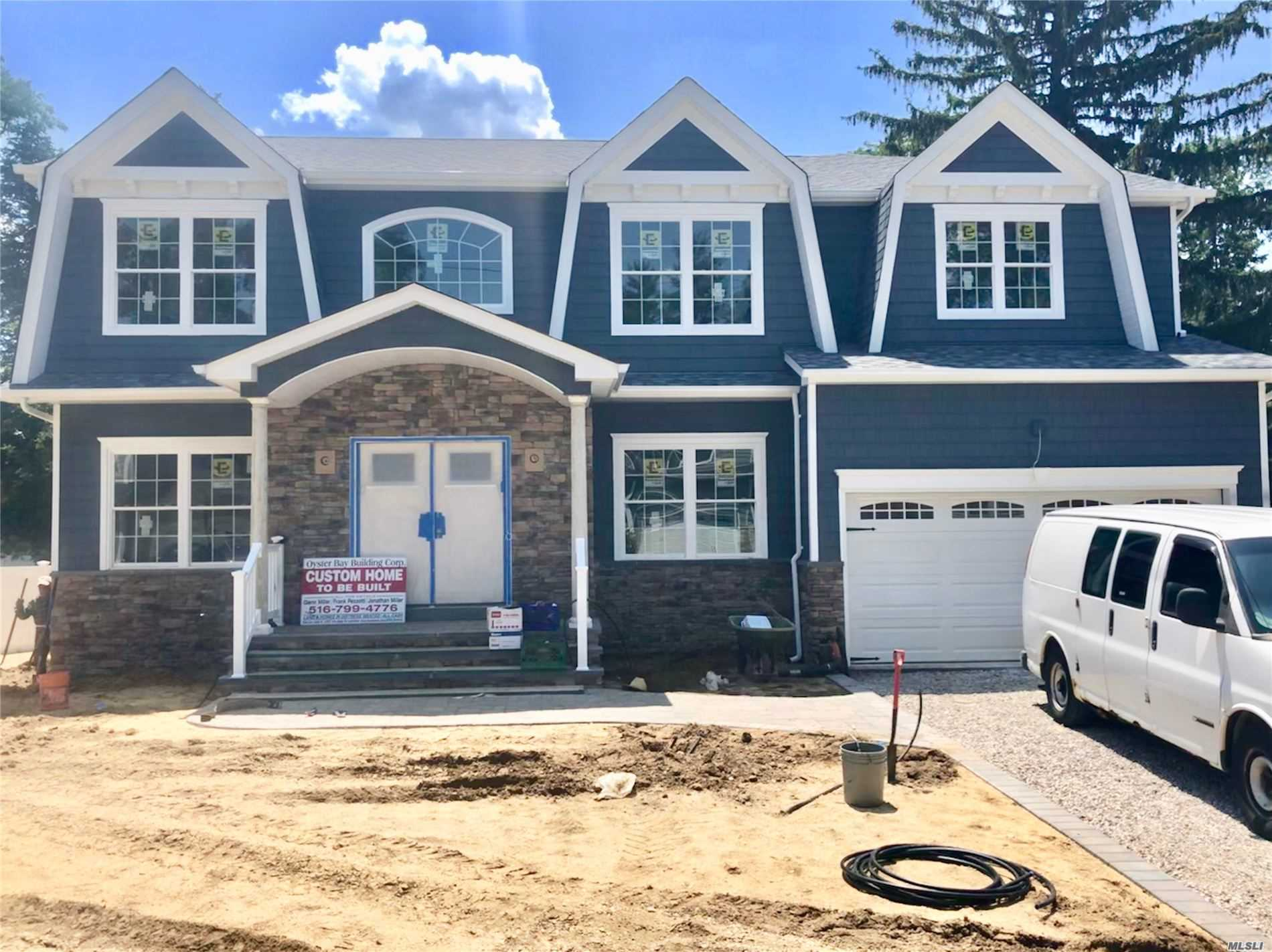 Residential For Sale in 3374 Stratford Rd, Wantagh, NY ,11793