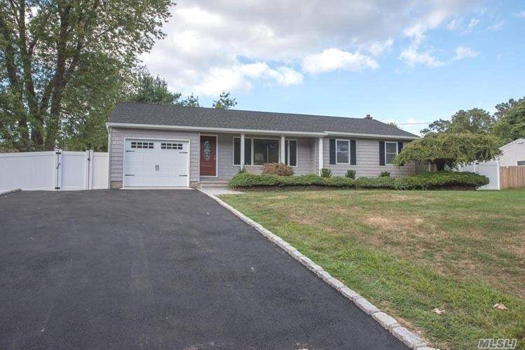 Residential For Sale in 7 Harrison Ave, Poquott, NY ,11733