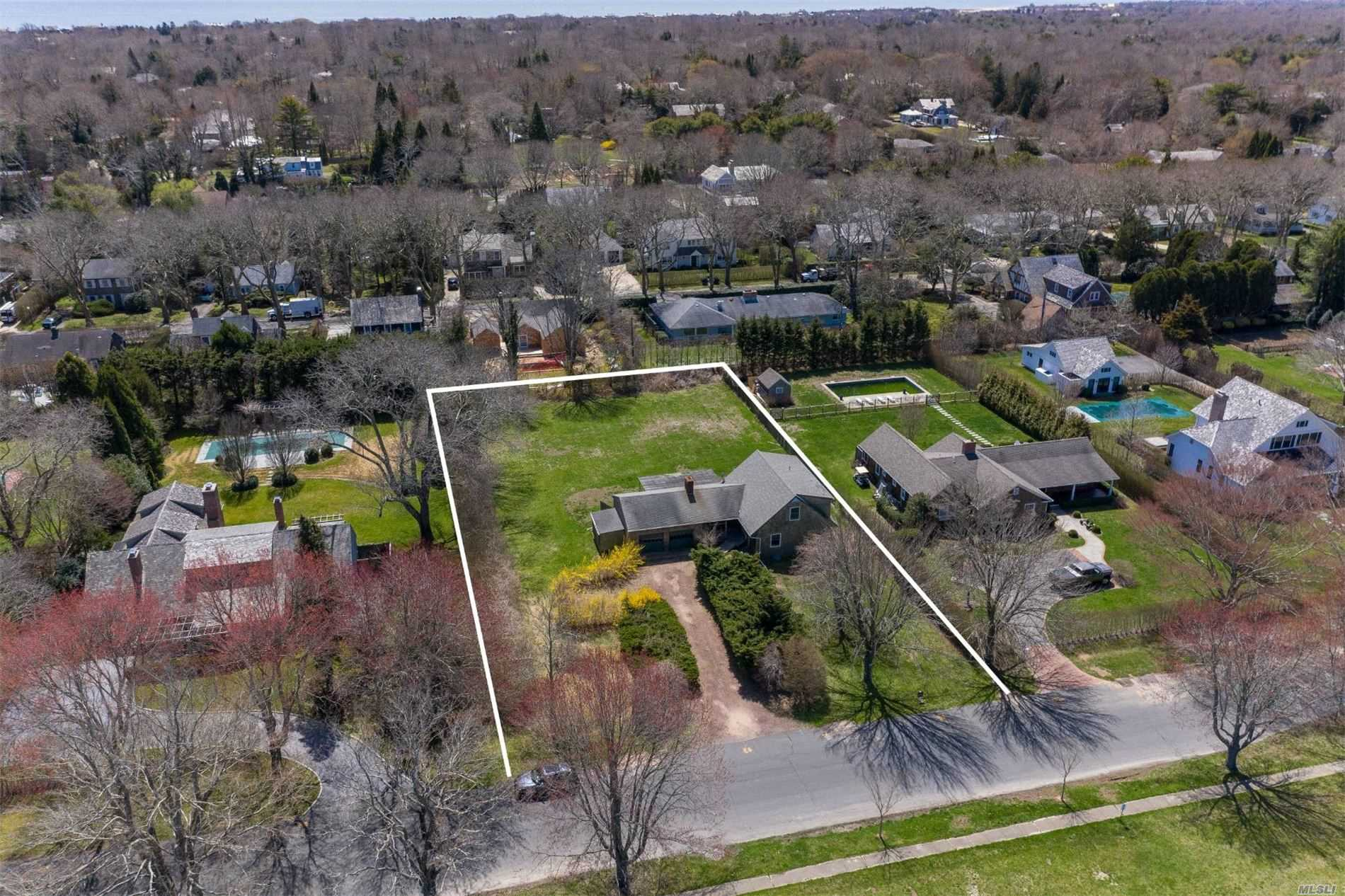 Residential For Sale in 55 Meadow Way, East Hampton, NY ,11937