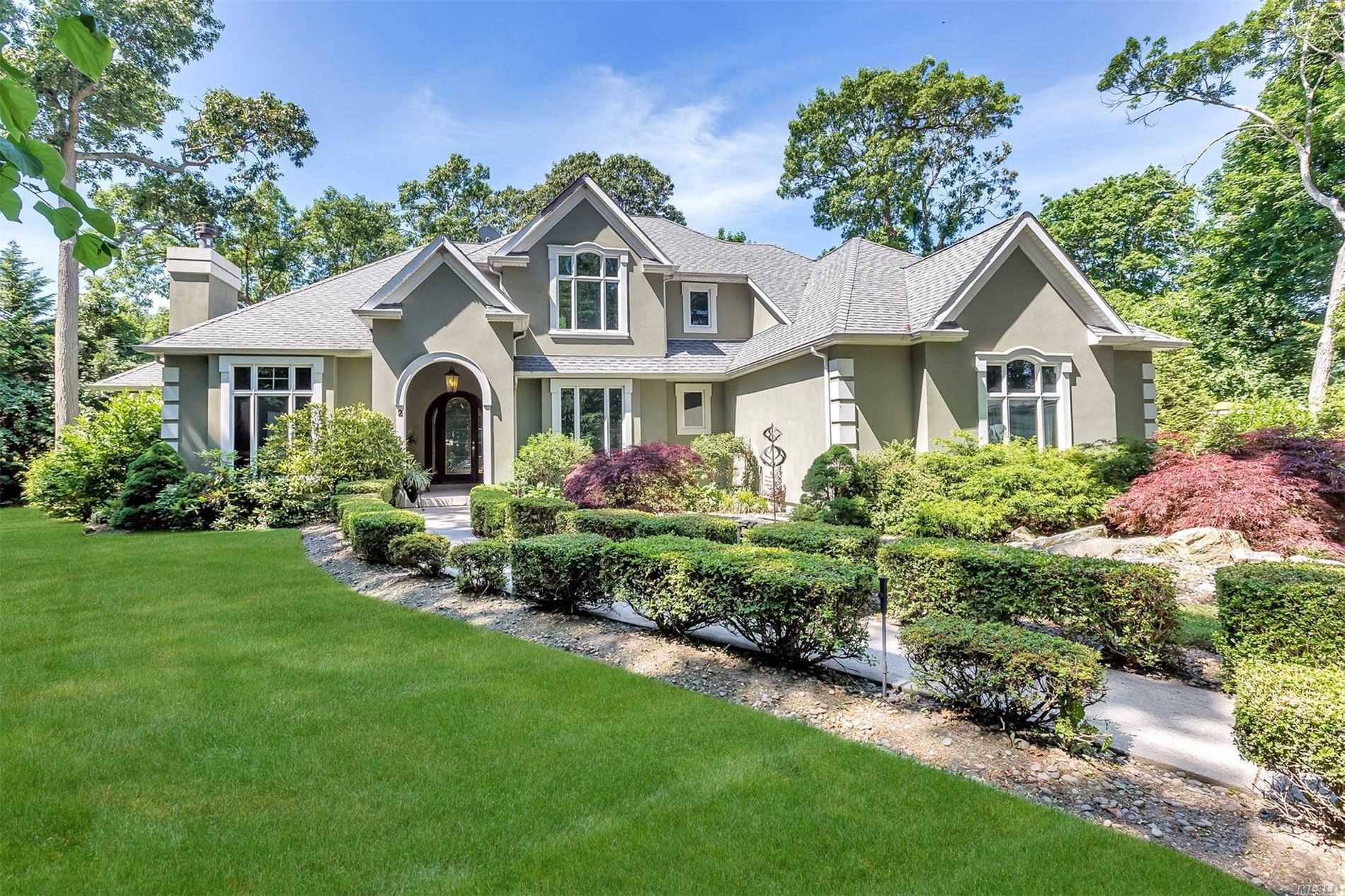 Residential For Sale in 2 Oak Grove Ct, Bayport, NY ,11705