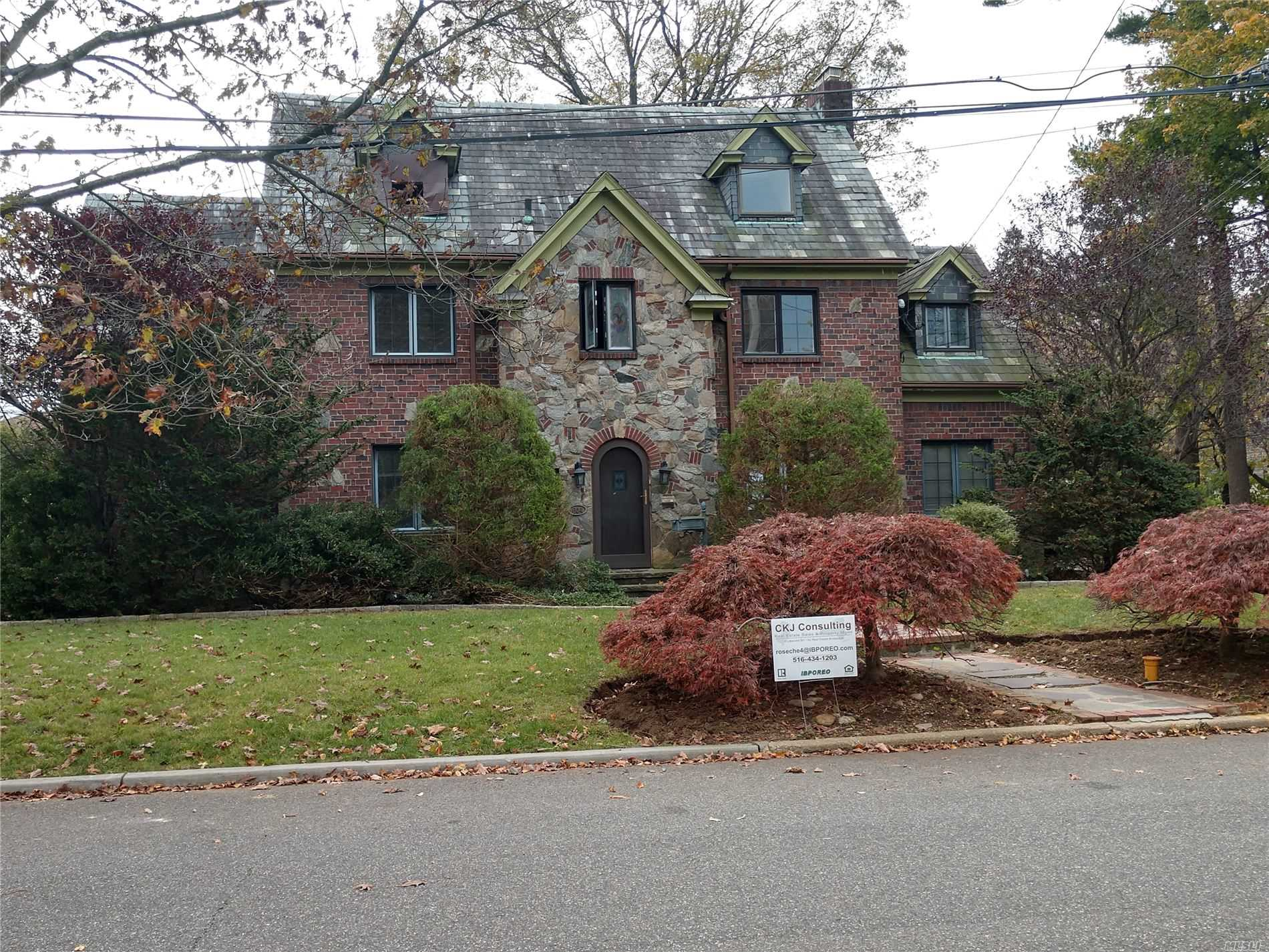 Residential For Sale in 604 Clinton St, Westbury, NY ,11590