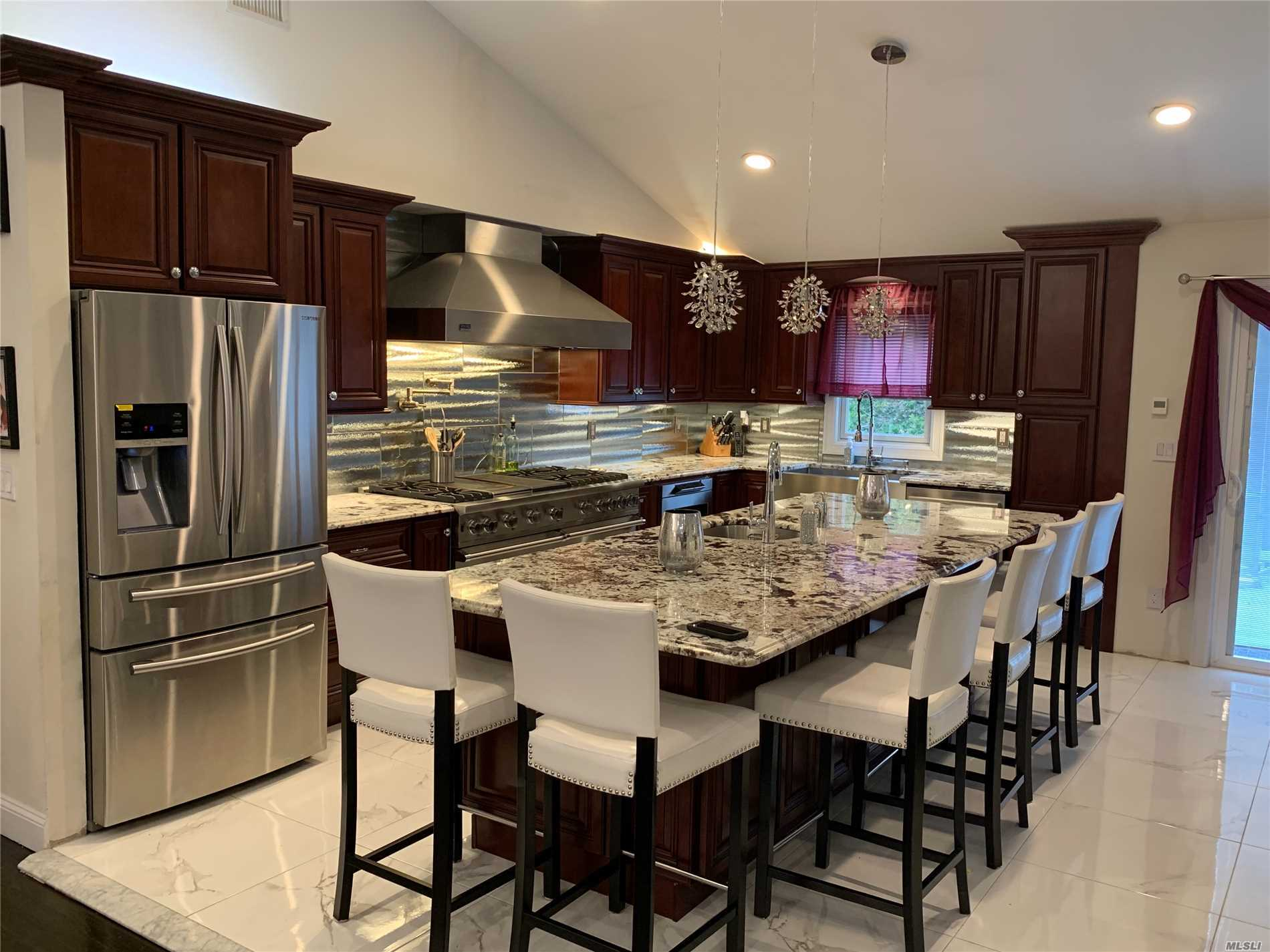 Residential For Sale in 1383 Seamans Neck Rd, Seaford, NY ,11783