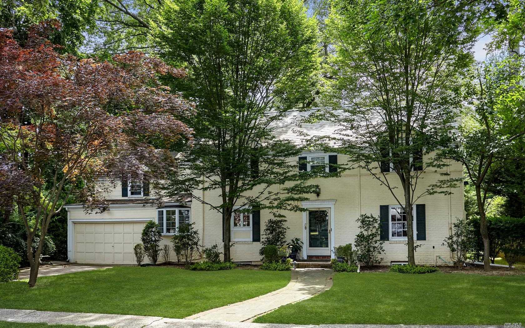 Residential For Sale in 58 Warwick Rd, Rockville Centre, NY ,11570