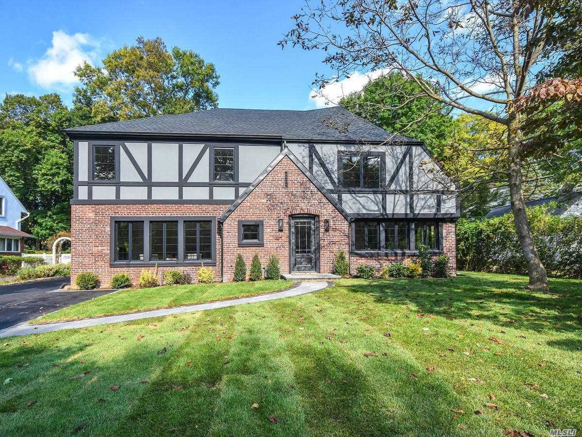 Residential For Sale in 7 Crescent Rd, Port Washington, NY ,11050
