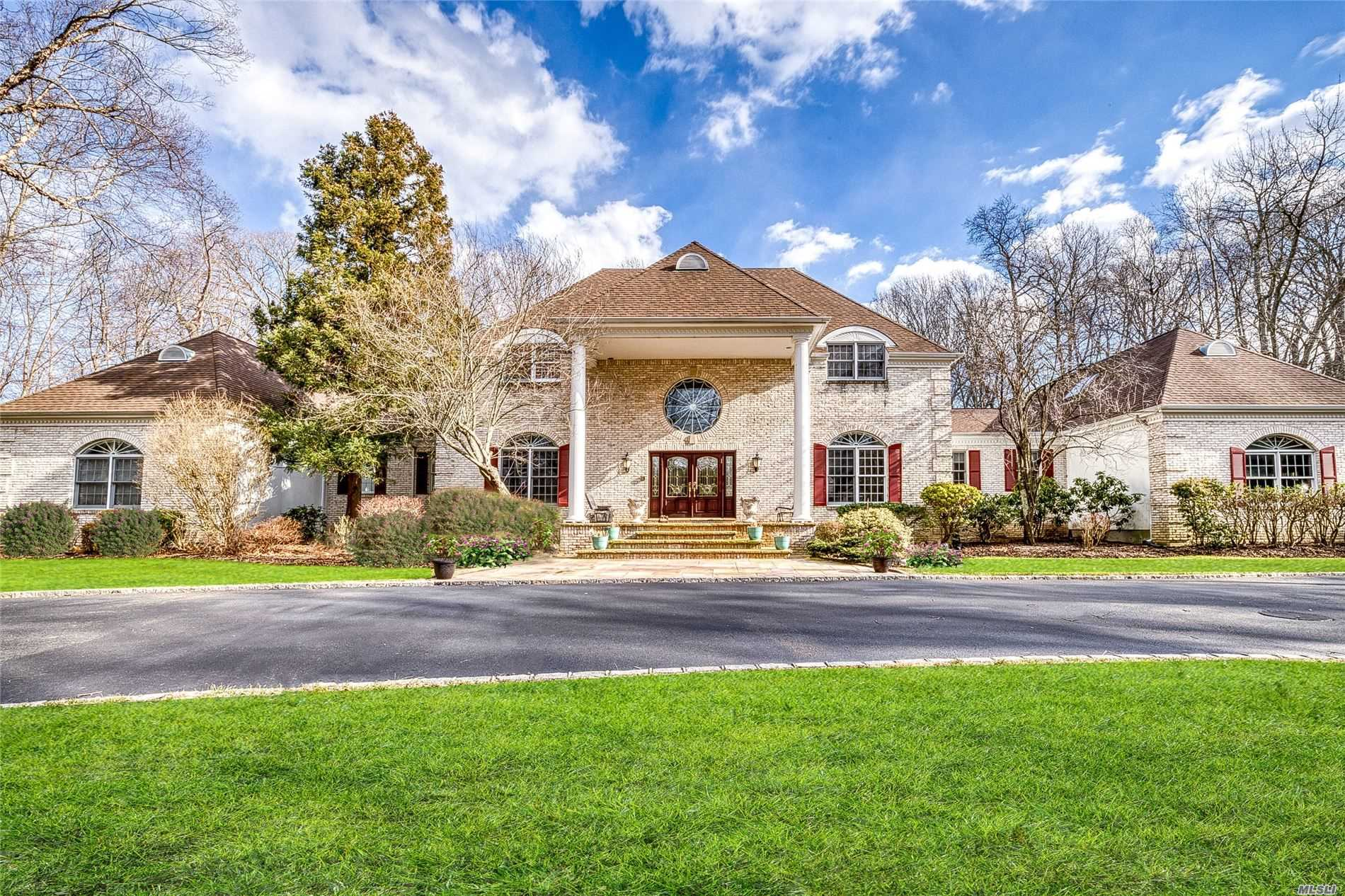 Residential For Sale in 9 Swan Place, Nissequogue, NY ,11780