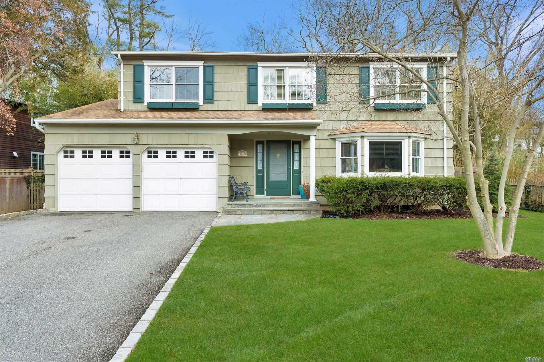 Residential For Sale in 21 Turkey Ln, Cold Spring Hrbr, NY ,11724