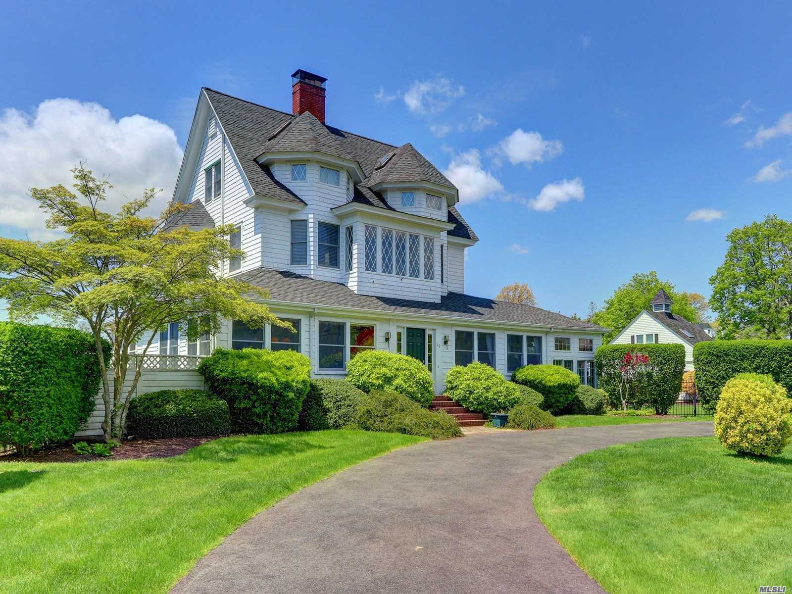 Residential For Sale in 46 Penataquit S Ave, Bay Shore, NY ,11706