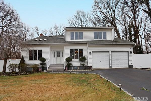 Residential For Sale in 420 Lillian Blvd, Holbrook, NY ,11741