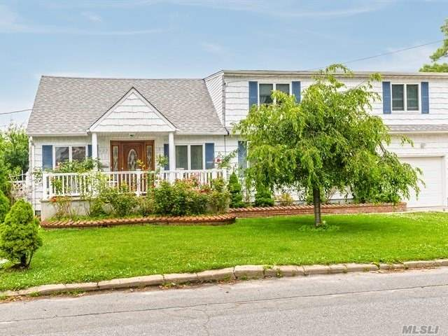 Residential For Sale in 577 Pinto St, N. Babylon, NY ,11703