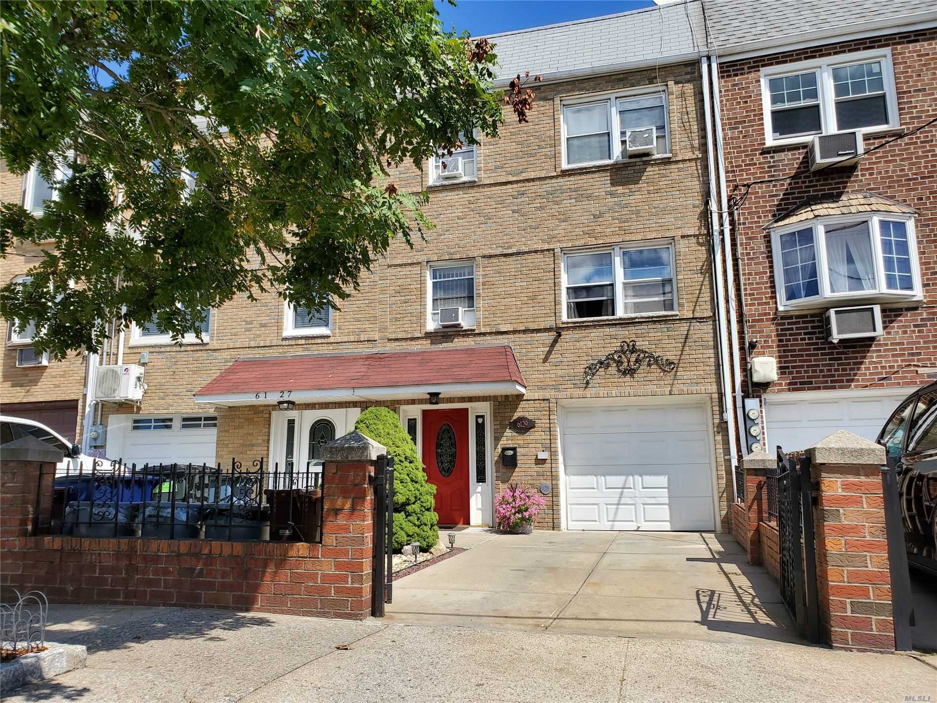 Residential For Sale in 61-29 75 St, Middle Village, NY ,11379