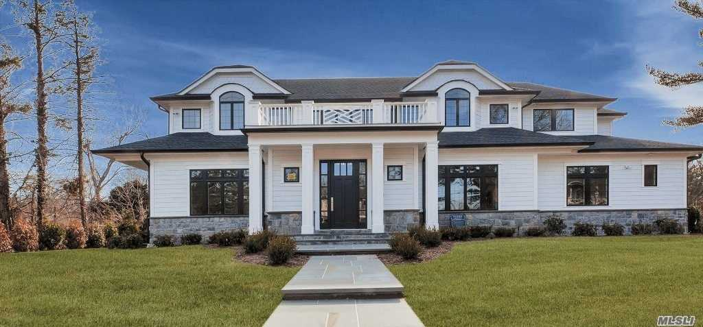 Residential For Sale in 9 Flamingo N Rd, East Hills, NY ,11576