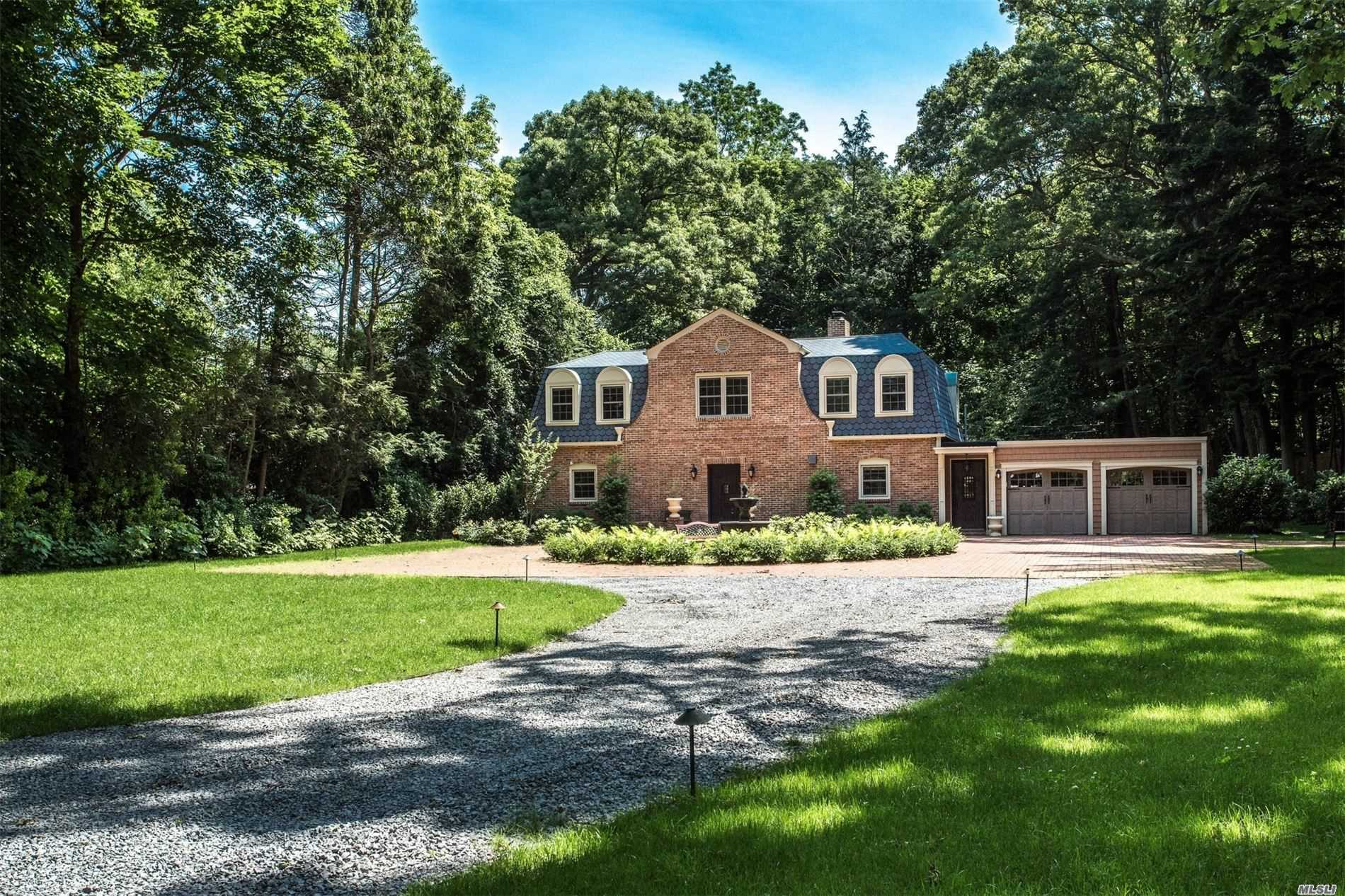 Residential For Sale in 11 Pine Rd, Syosset, NY ,11791