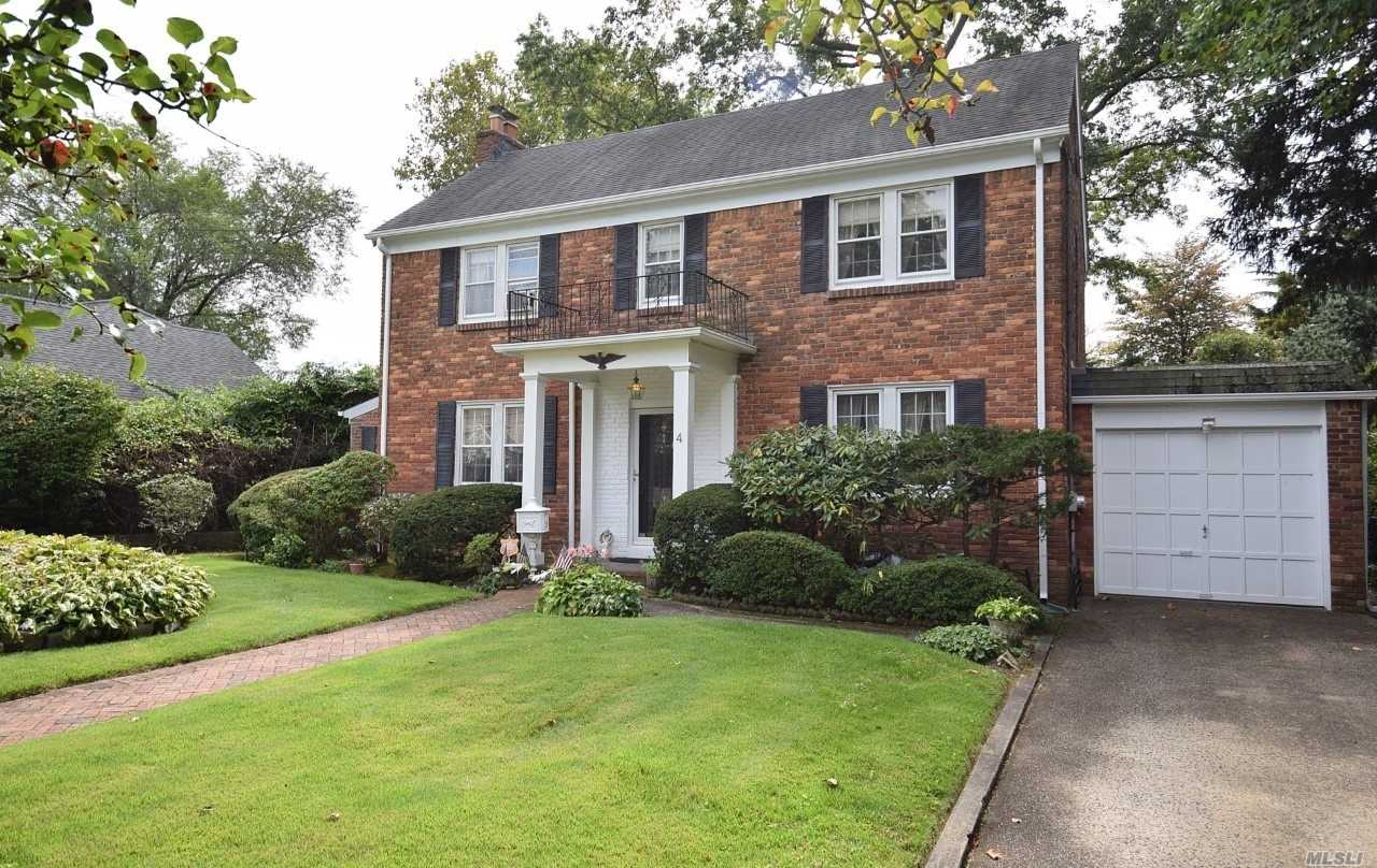Residential For Sale in 4 Birch Rd, Malverne, NY ,11565