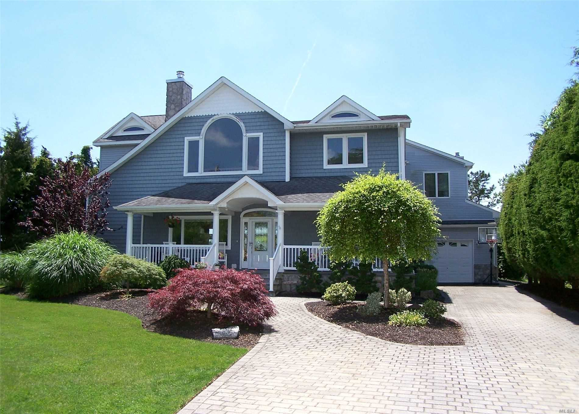 Residential For Sale in 20 Mallard Dr, Center Moriches, NY ,11934