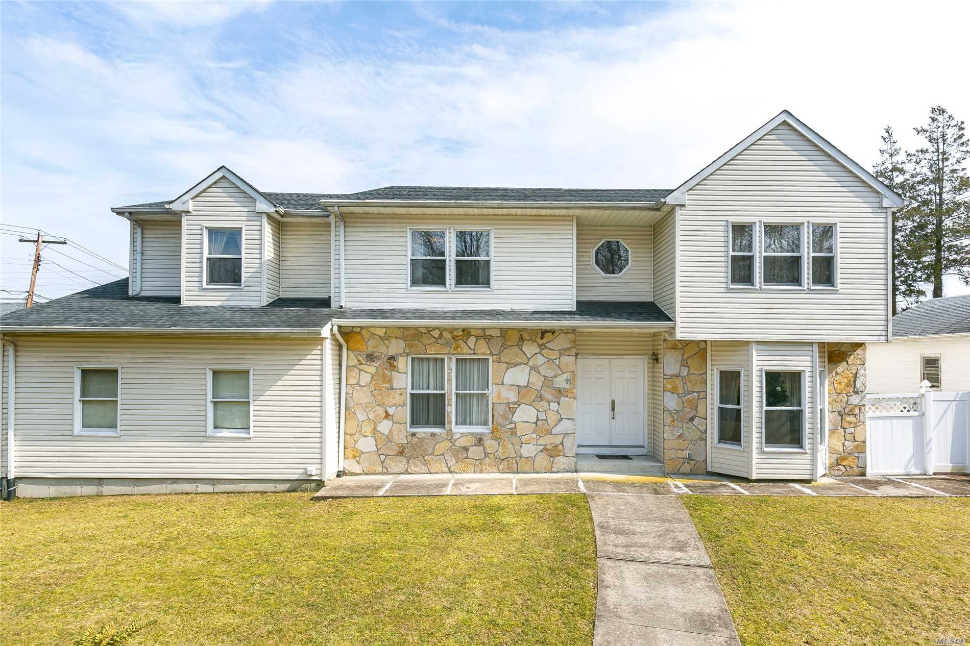 Residential For Sale in 11 West St, Greenvale, NY ,11548