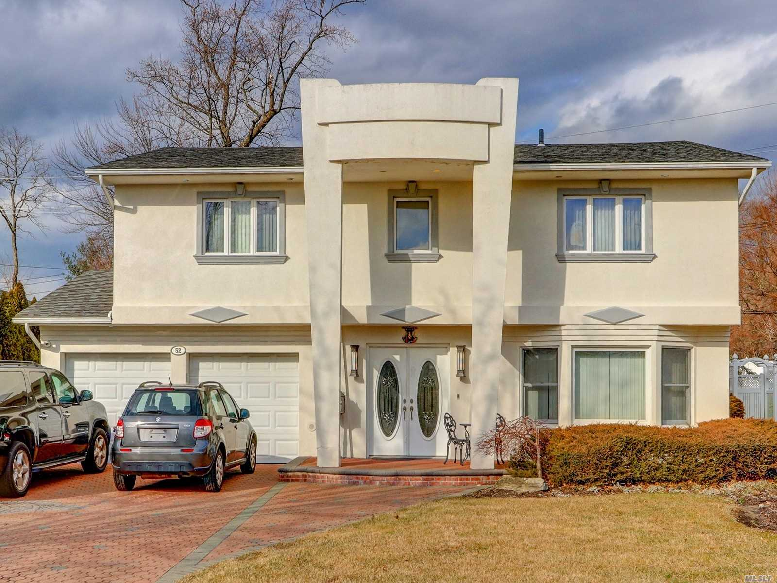 Residential For Sale in 52 Knolls Dr, Manhasset Hills, NY ,11040