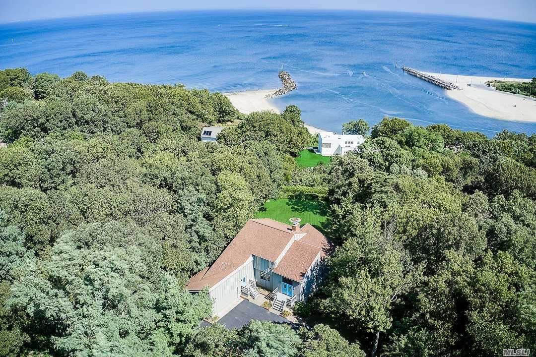 Residential For Sale in 5 Dock Ct, Port Jefferson, NY ,11777