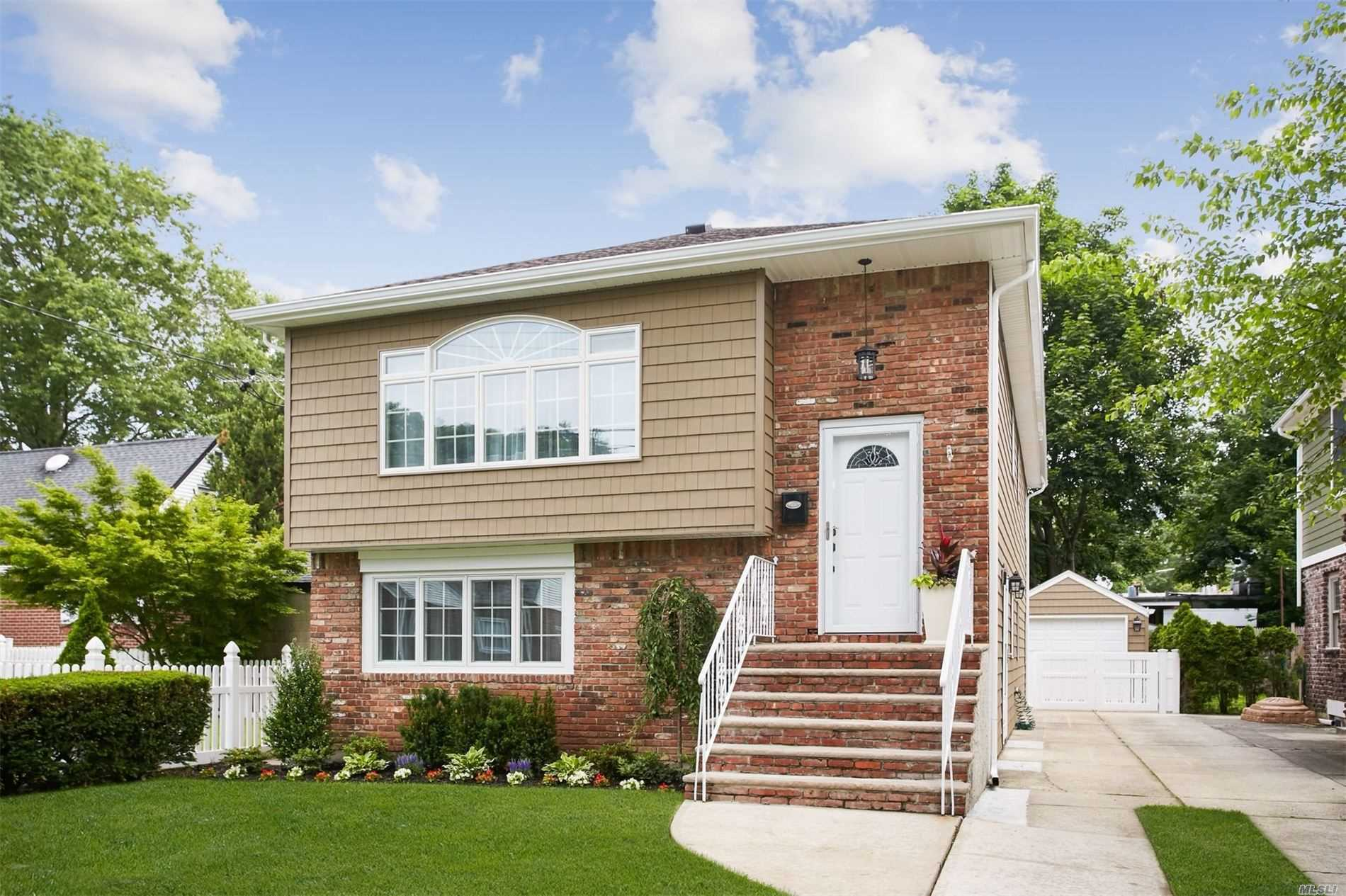 Residential For Sale in 159 Aspen St, Floral Park, NY ,11001