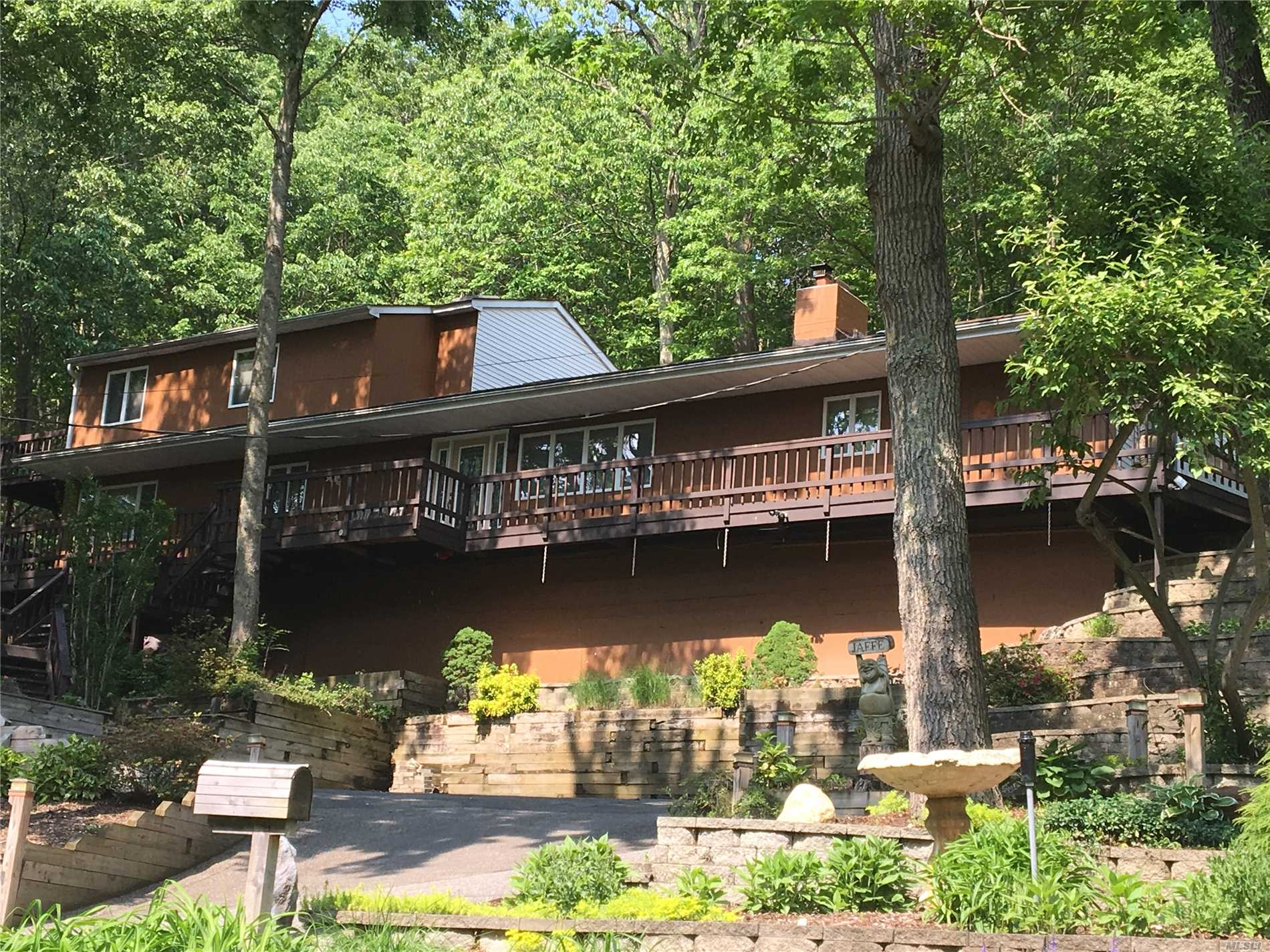 Residential For Sale in 485 Harbor Rd, Cold Spring Hrbr, NY ,11724
