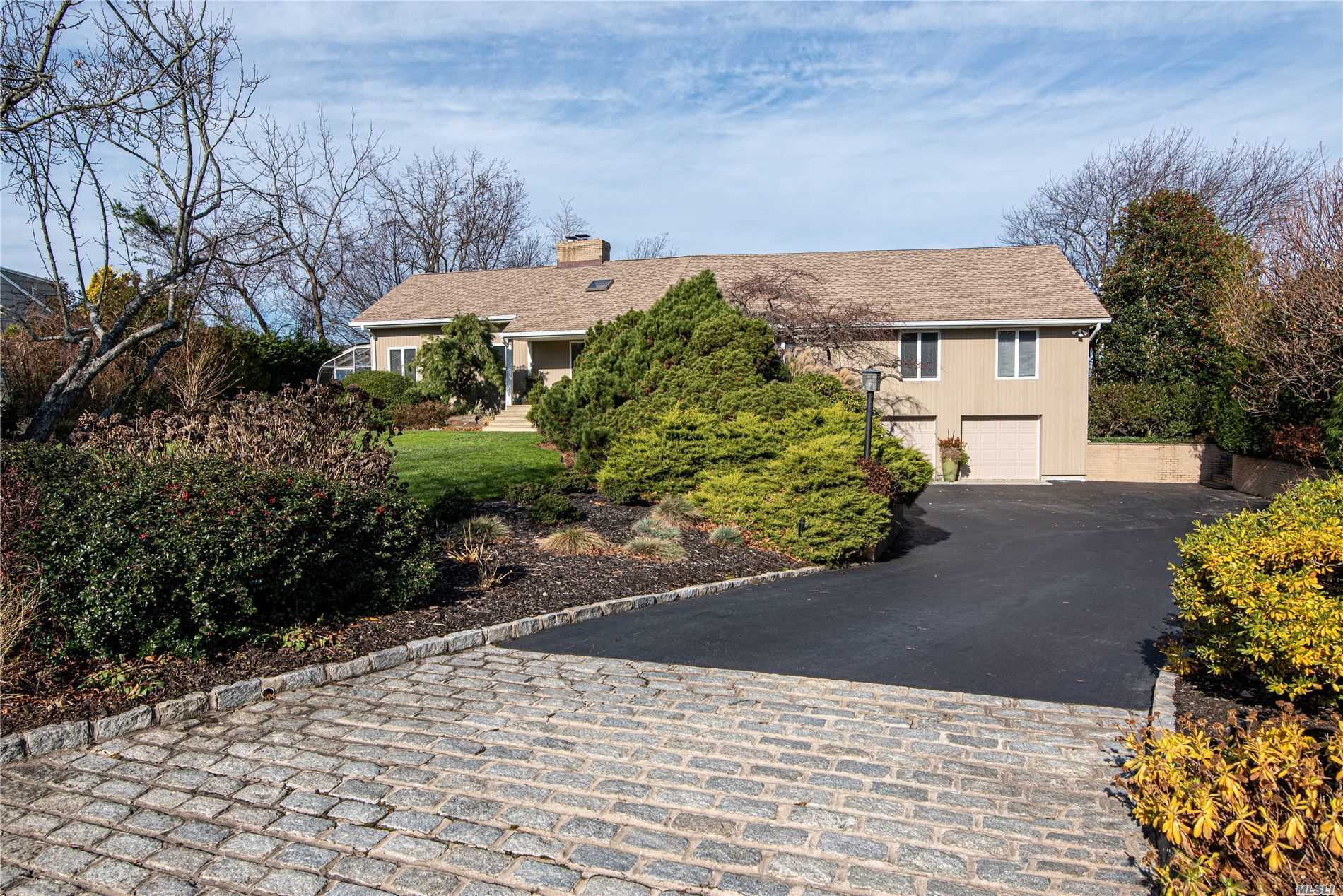 Residential For Sale in 11 Seacliff Ln, Miller Place, NY ,11764