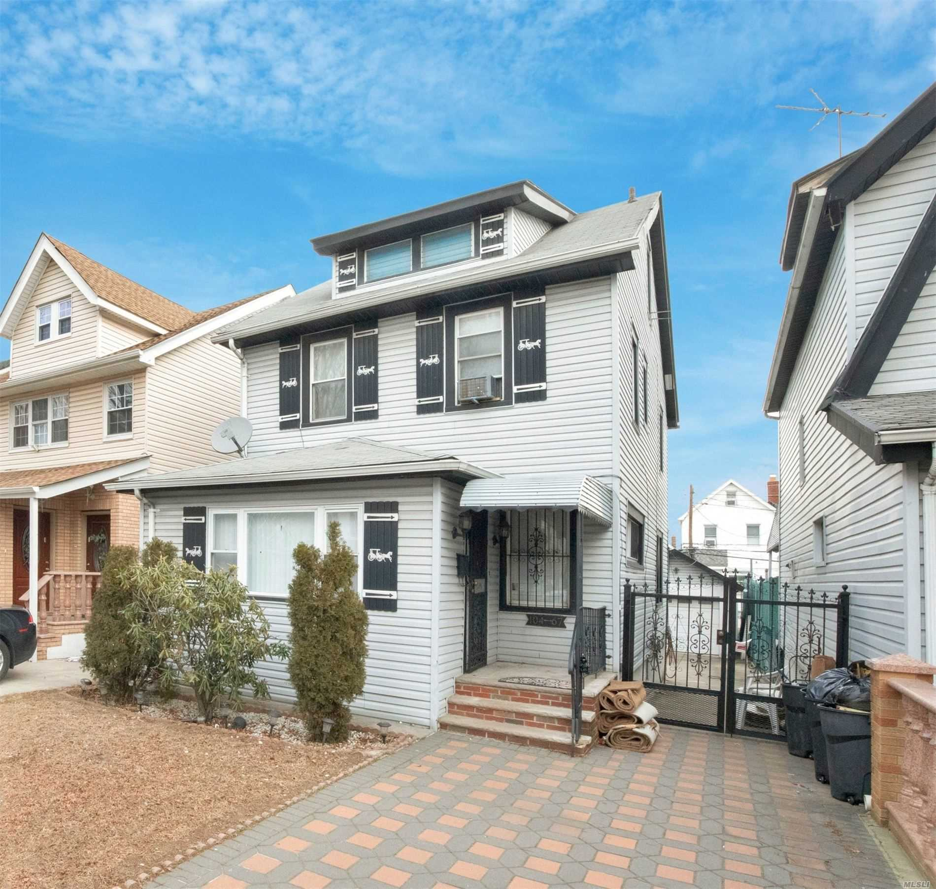 Residential For Sale in 104-67 111 St Street, Richmond Hill S., NY ,11419