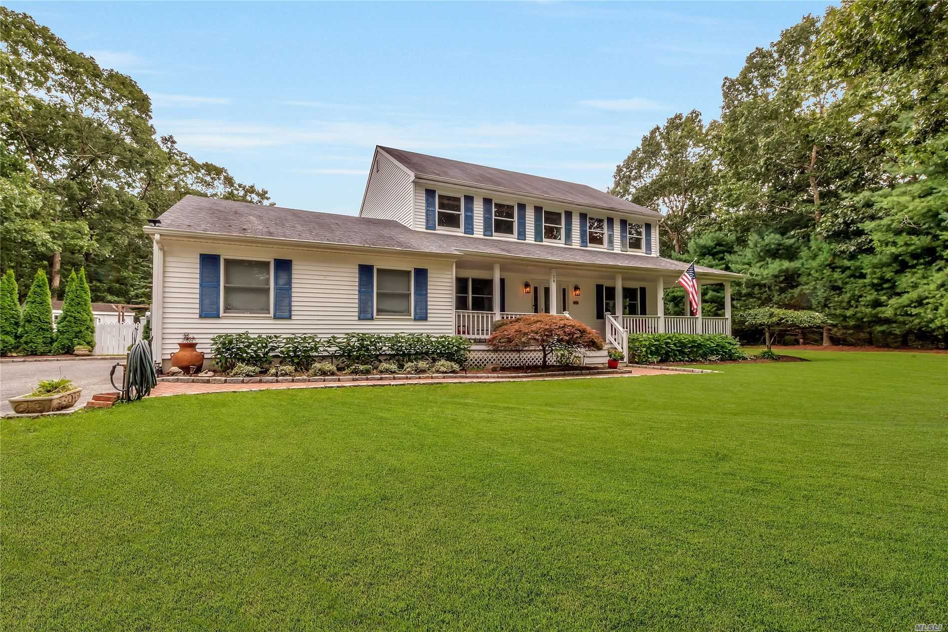 Residential For Sale in 28 Hickory Bend, Speonk, NY ,11972