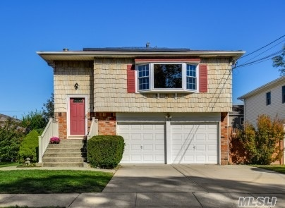 Residential For Sale in 189 Richmond Avenue N, Massapequa, NY ,11758