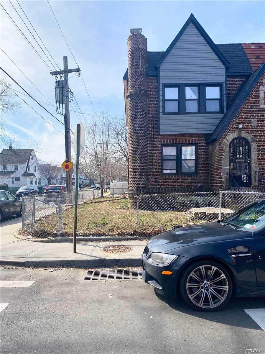 Residential For Sale in 114-70 197th Street, St. Albans, NY ,11412