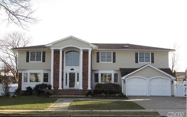 Residential For Sale in 14 Williams Dr, Massapequa Park, NY ,11762
