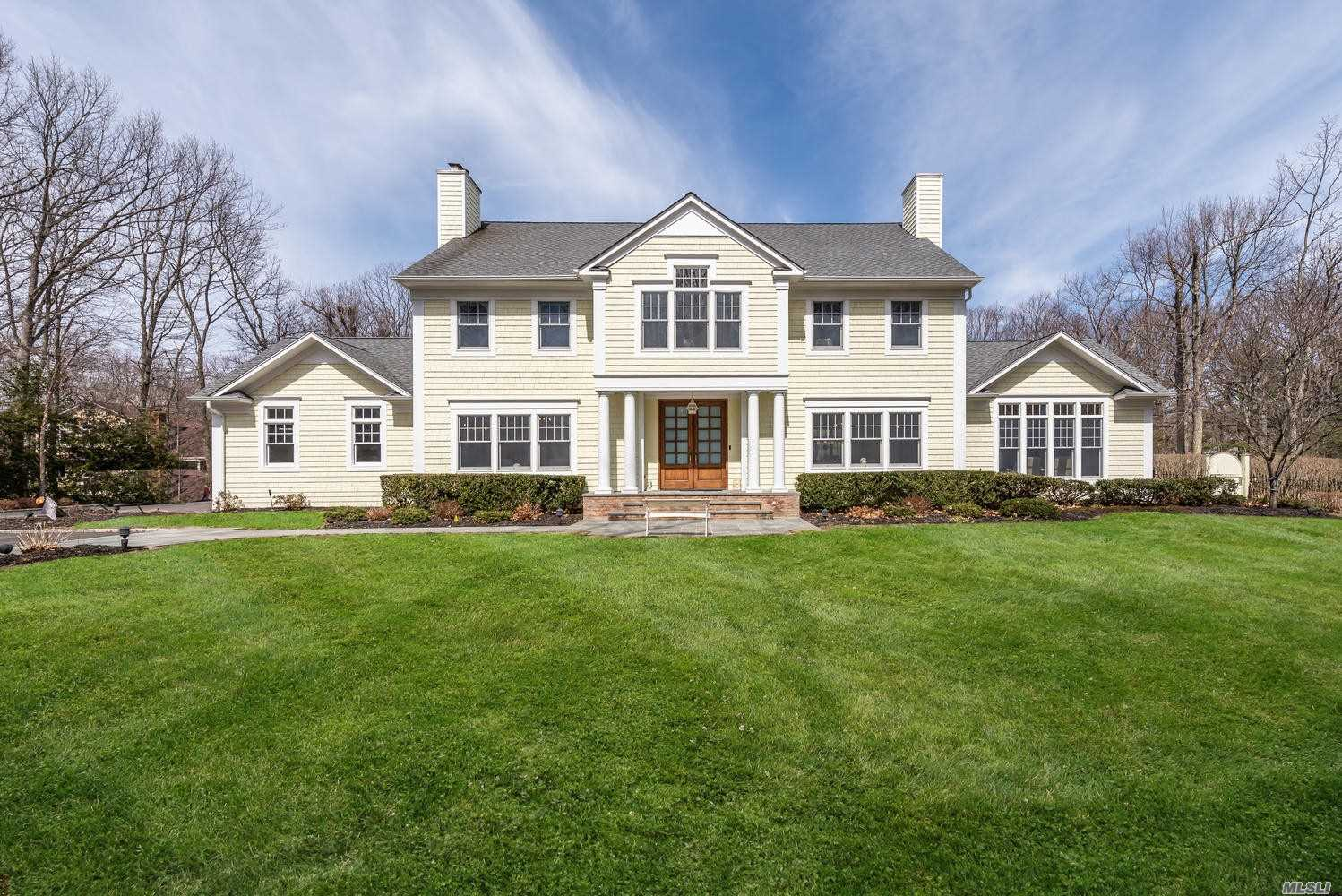 Residential For Sale in 5 Pheasant Ln, Lloyd Neck, NY ,11743