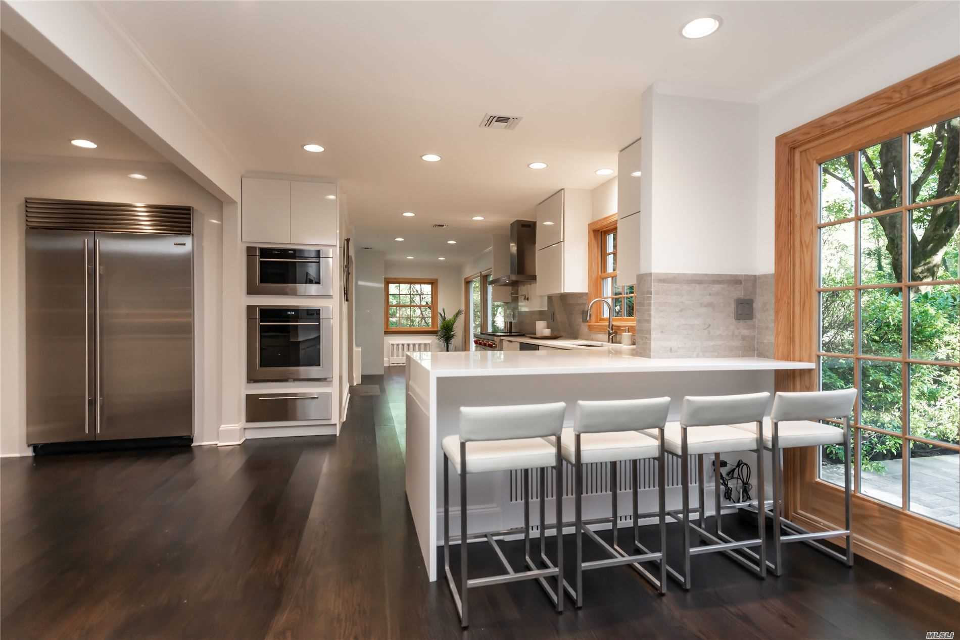 Residential For Sale in 206 Piping Rock Rd, Matinecock, NY ,11560