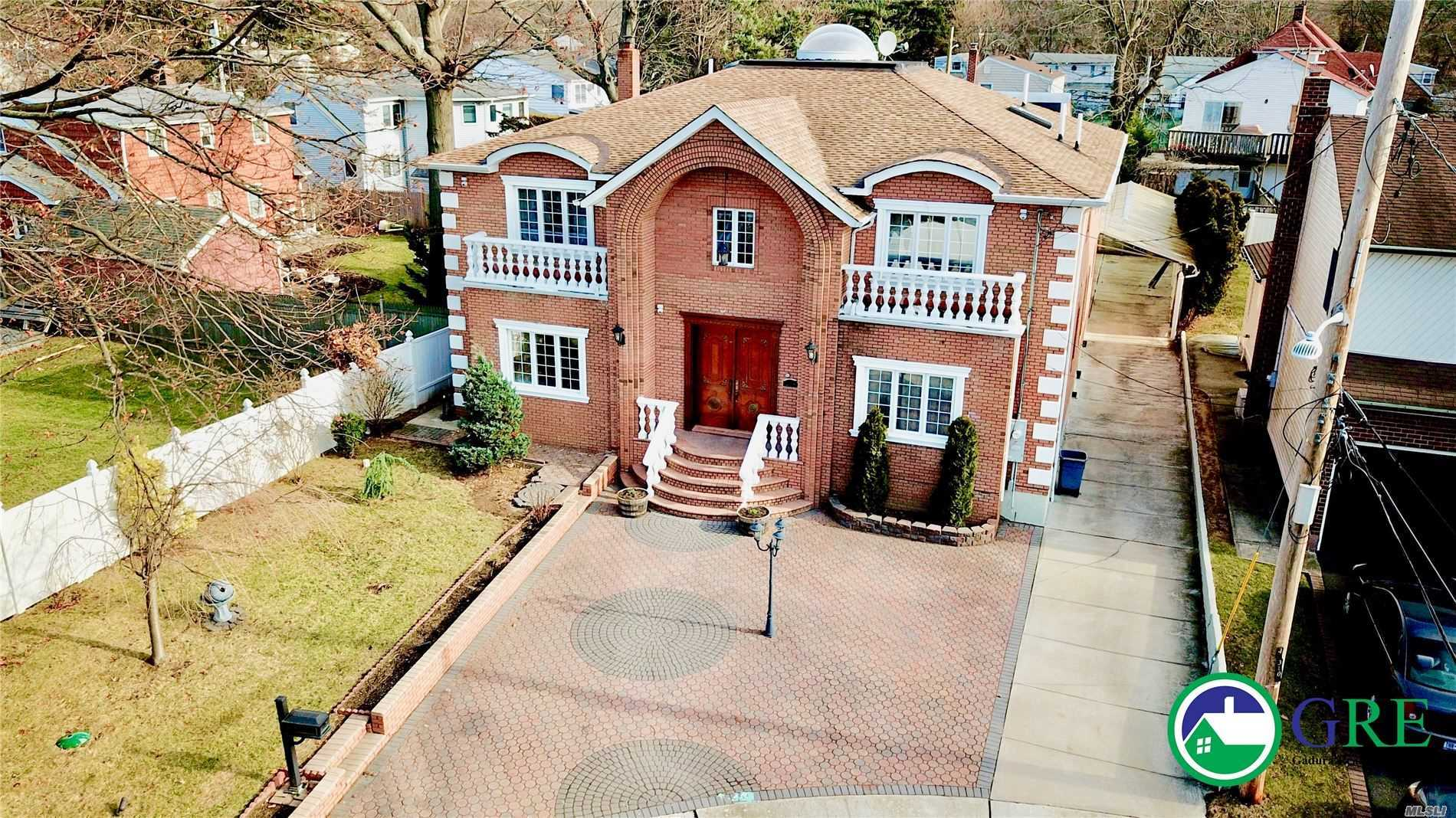 Residential For Sale in 435 Nocella Ct, W. Hempstead, NY ,11552