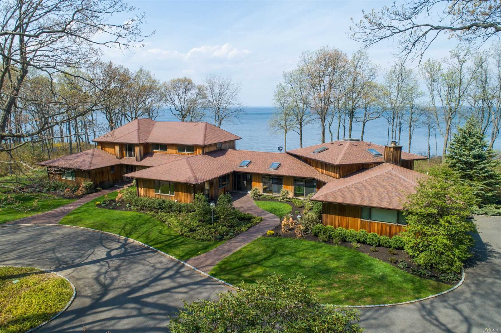 Residential For Sale in 17 Sound Bay Dr, Lloyd Neck, NY ,11743