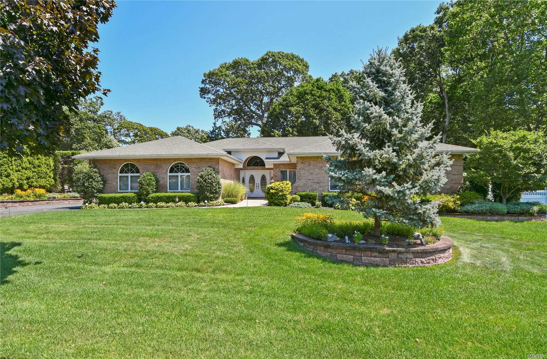 Residential For Sale in 15 Durham Pl, Lake Grove, NY ,11755