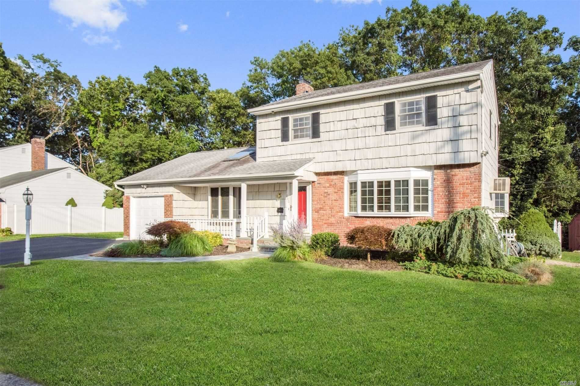 Residential For Sale in 100 Gerald Ln, Old Bethpage, NY ,11804