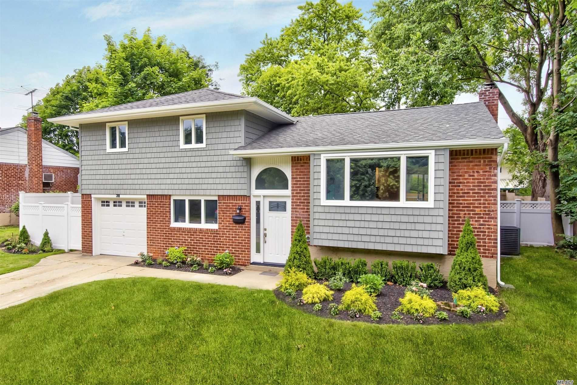 Residential For Sale in 38 Michael Dr, Old Bethpage, NY ,11804