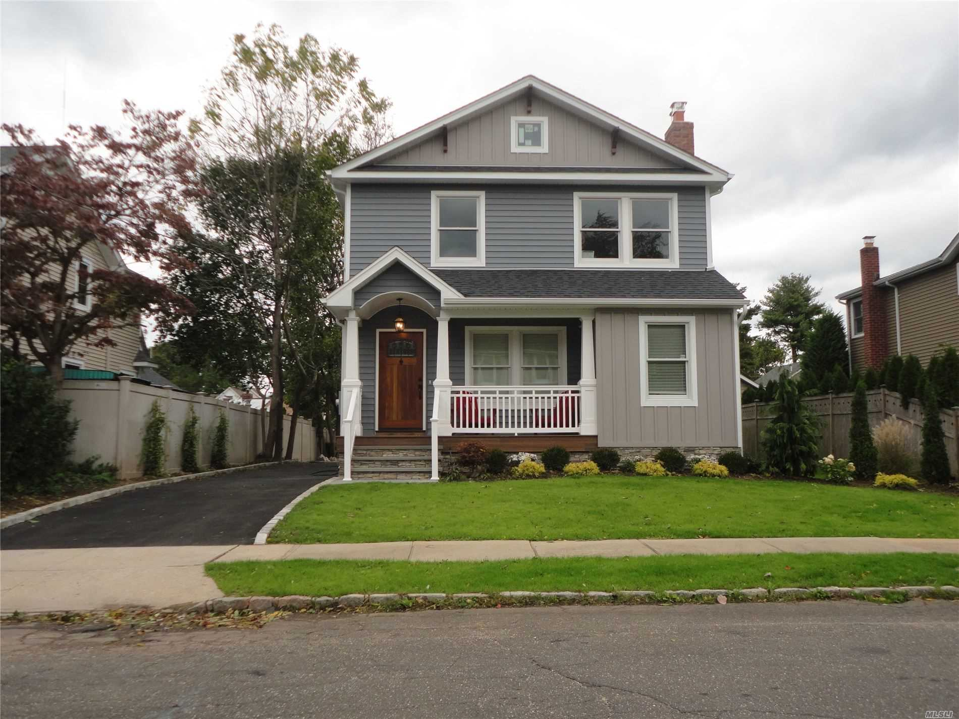Residential For Rent in 26 Locust St, East Norwich, NY ,11732