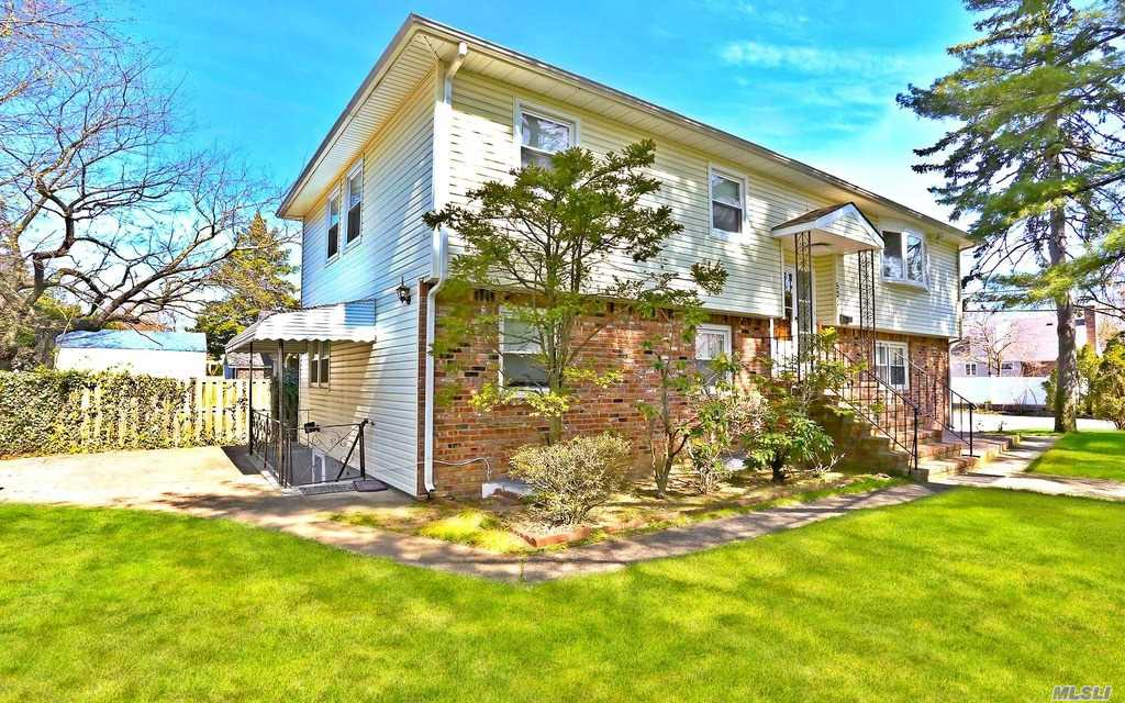 Residential For Sale in 521 Cornwell Ave, Malverne, NY ,11565