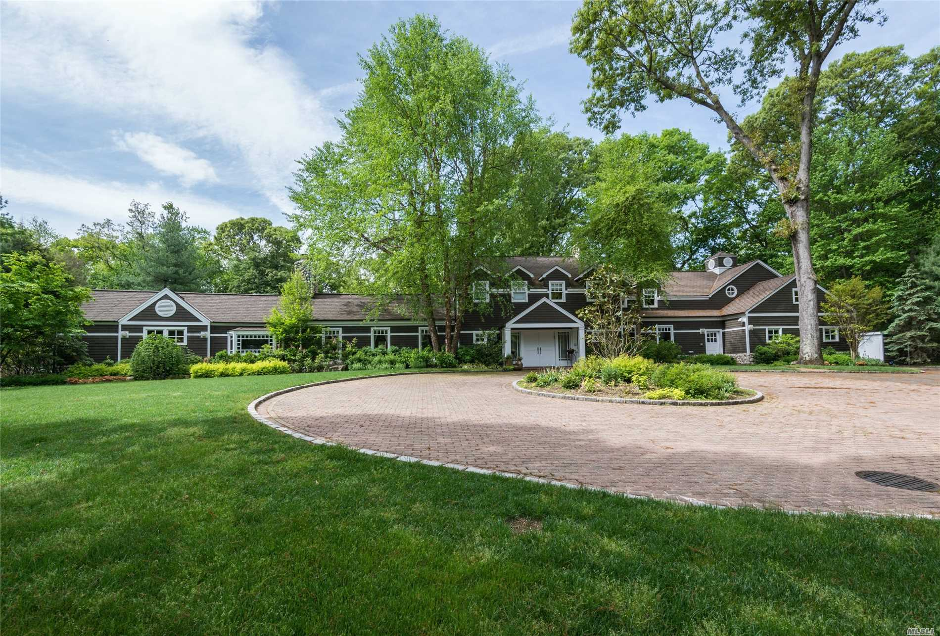 Residential For Sale in 1620 Old Cedar Swamp Rd, Brookville, NY ,11545