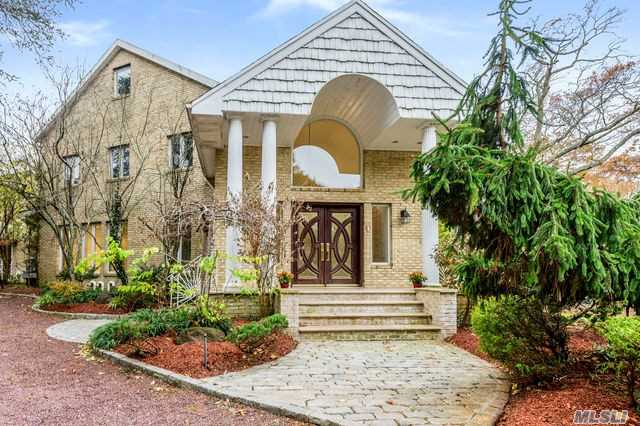 Residential For Sale in 181 Briarwood Xing, Lawrence, NY ,11559