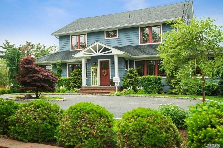 Residential For Sale in 122 Hempstead Ave, Rockville Centre, NY ,11570